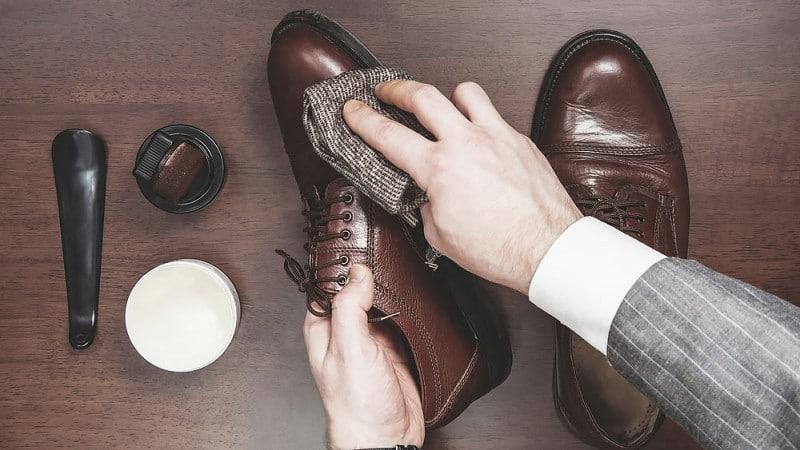 A Man's Guide To Shining & Polishing His Shoes