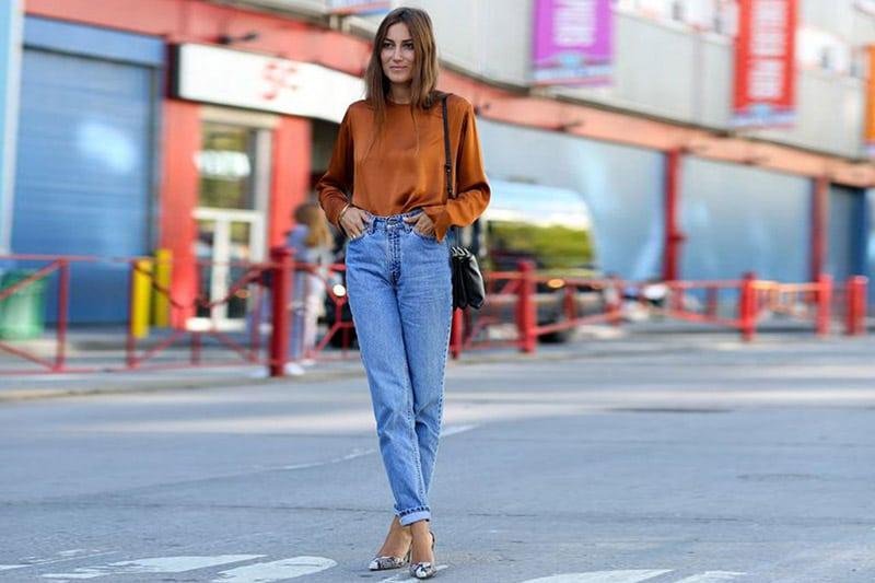 column figure jeans